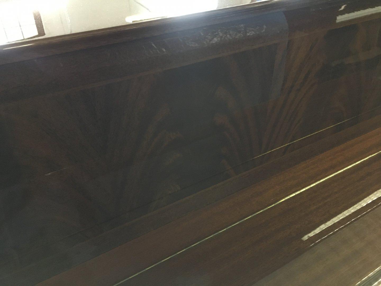 Sauter 120 von 1984 in Mahonie glimmend