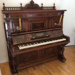 Grotrian-Steinweg 138 Stilinstrument von 1889 in Wortelnoten glimmend